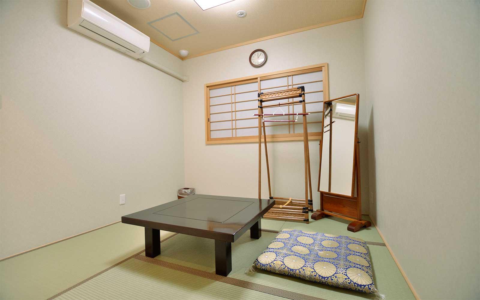 長尾ホール寺院控室-4