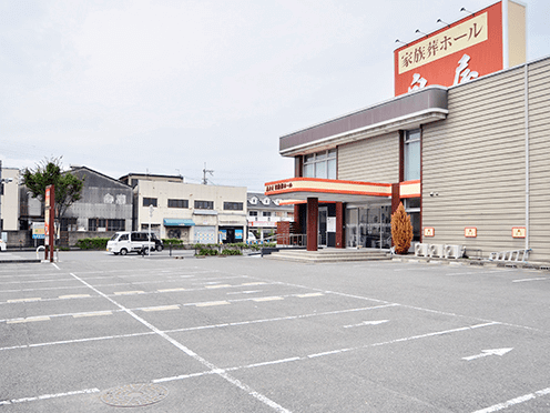 泉屋 瓢箪山家族葬ホール駐車場