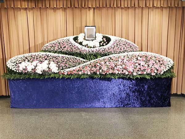 【家族葬向け】公営斎場生花祭壇 90プラン
